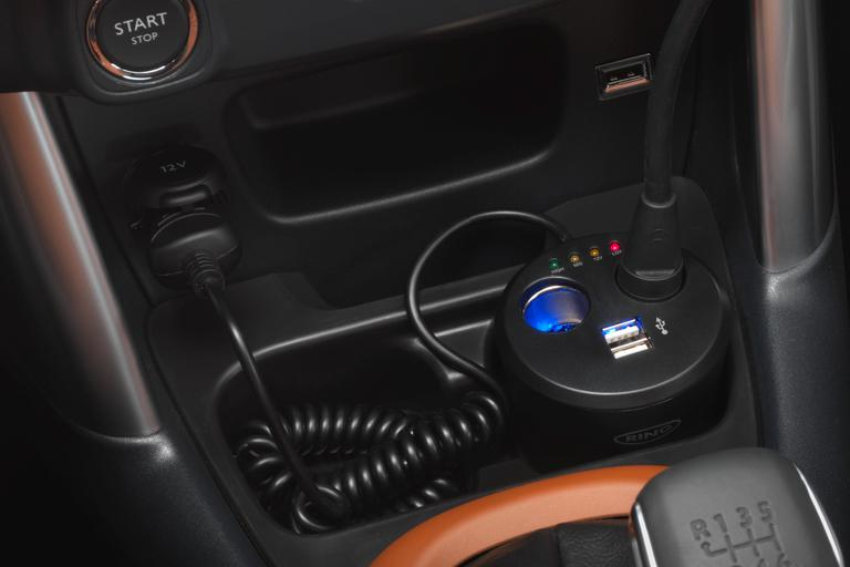 12 V MULTI-SOCKET CUP HOLDER + USB