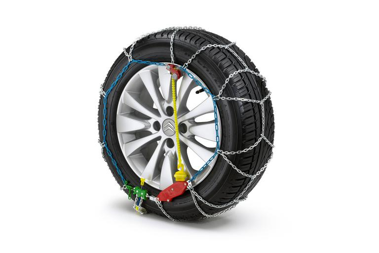 SET OF SNOW CHAINS